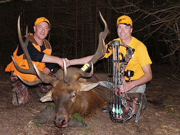 ontario bowhunter - Robert Giugovaz (left) and Scott Holland with Holland's elk.